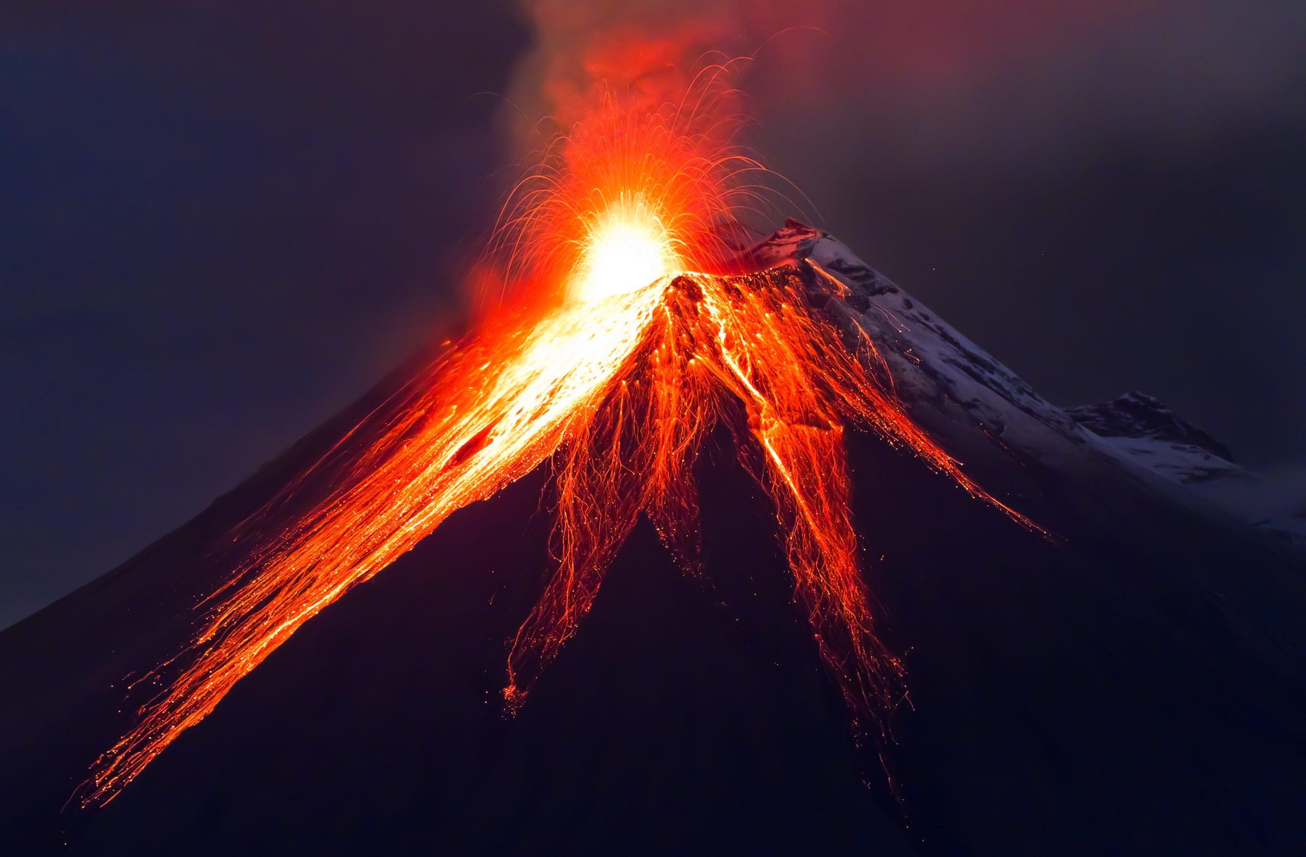 Close up volcano eruption (Tungurahua)